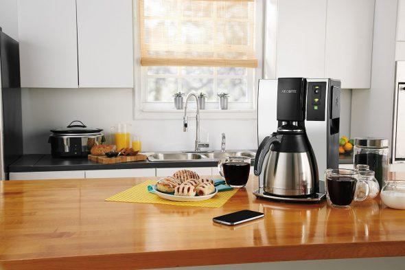 Кофемашина на столе