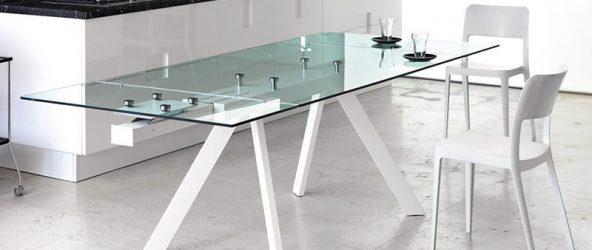 Стеклянный обеденный стол