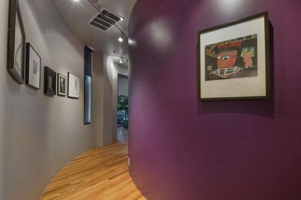 Фотографии и рисунки в коридоре