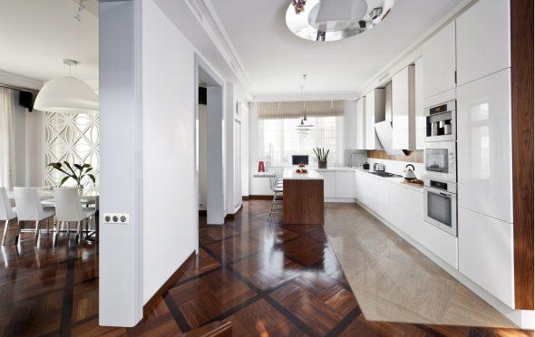 Линолеум и плитка на полу кухни