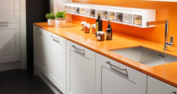 Оранжевые поверхности из одинакового материала