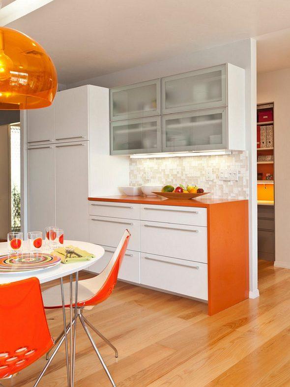 Оранжевая столешница на кухне