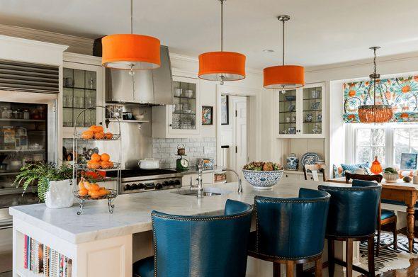 Светильники с оранжевыми абажурами