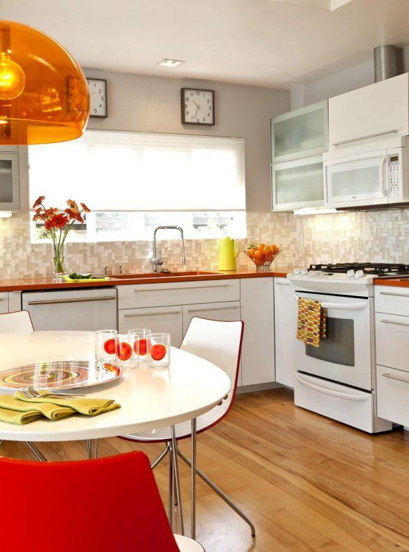 Оранжевые детали на кухне
