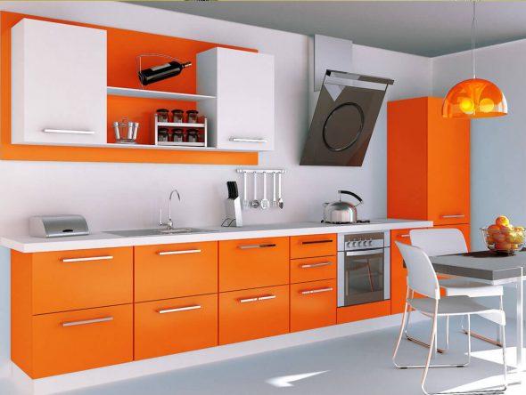 Кухня в оранжевом и белом цвете