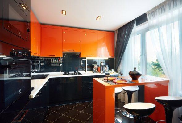 Кухня в оранжевом и чёрном цветах