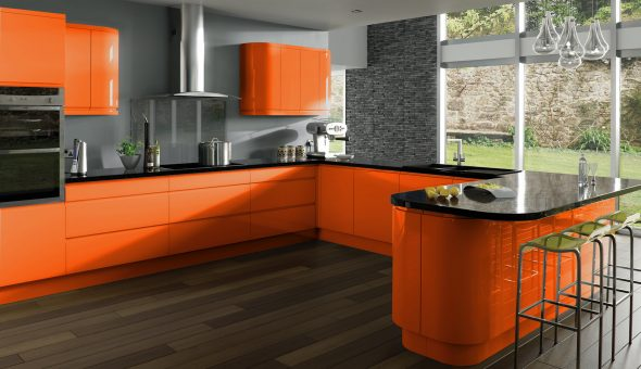 Кухня в оранжевом и сером цветах