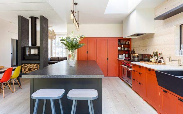 Поверхности рыжего цвета на кухне
