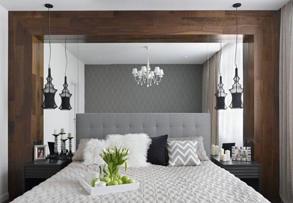 Оформление стены за кроватью зеркалом