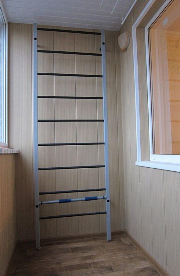 Турник на балконе