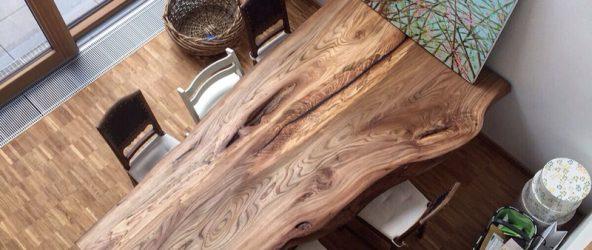 Стол из спила дерева в интерьере
