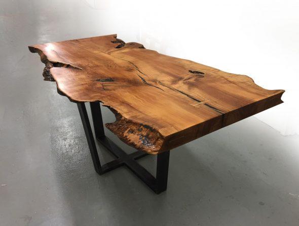 Стол из спила дерева
