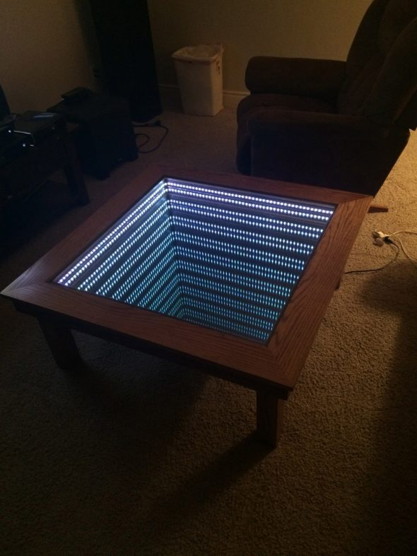Стол с эффектом бесконечности