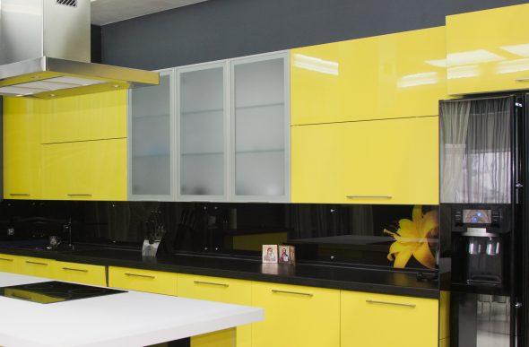 Жёлто-чёрный кухонный гарнитур