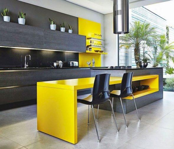 Тёмно-серый и ярко-жёлтый на кухне