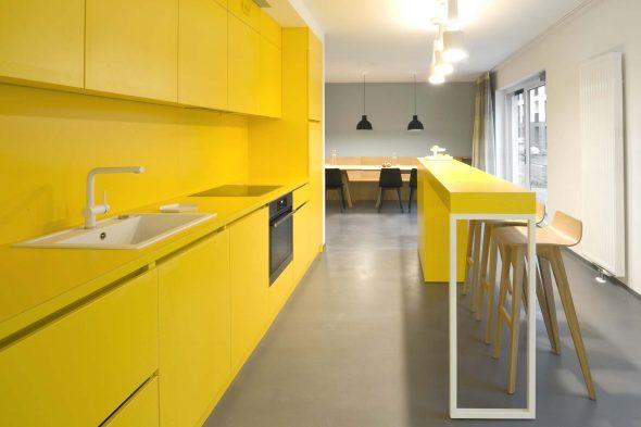 Полностью жёлтая кухня