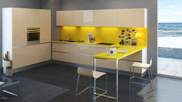 Кухня с жёлтыми стеной и столешницей