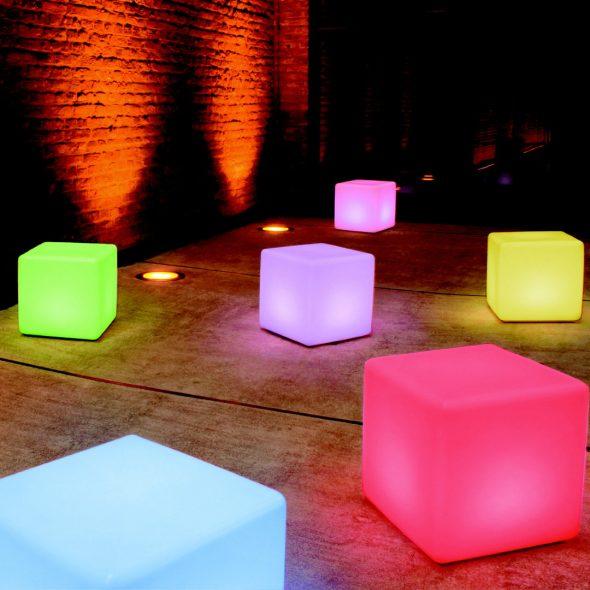 Напольная лампа в виде куба