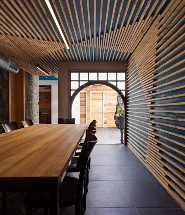 Оформление стен и потолка деревянными рейками