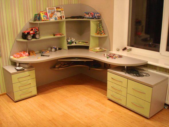 Угловой детский стол