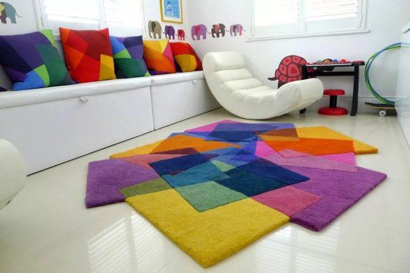 Разноцветный коврик в детскую комнату