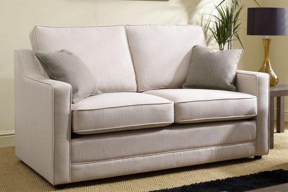 Компактный диван для маленького зала