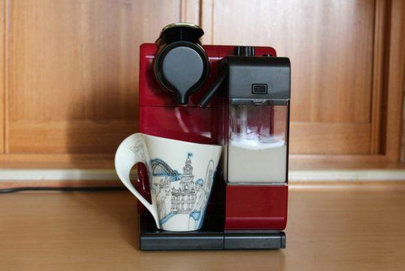 Домашняя кофемашина Delonghi Lattissima