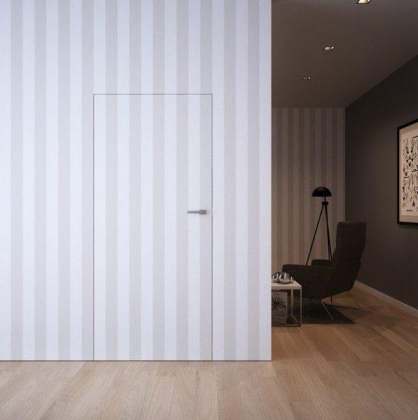 Дверь без наличников с полосатыми обоями