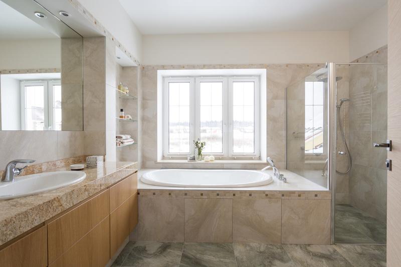 Дизайн ванной комнаты с окном: фотоподборка