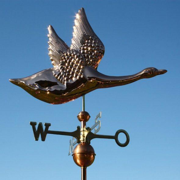 Флюгер в виде летящей птицы