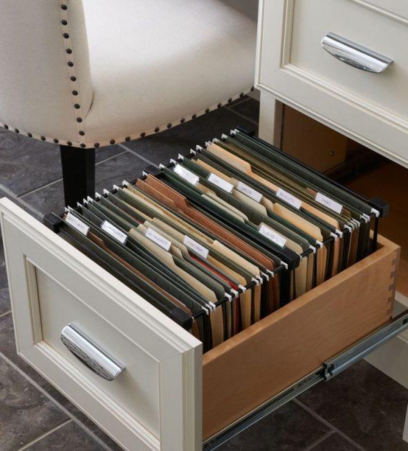 Хранение документов в ящике стола