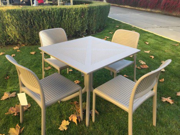 Комплект пластиковой мебели ROZES