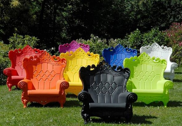 Пластиковые кресла для сада