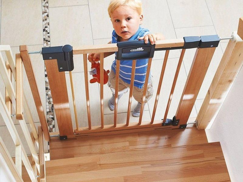Как обеспечить безопасность детей в доме, где есть лестница