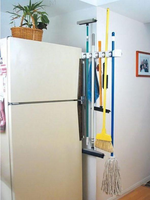 Швабры возле холодильника