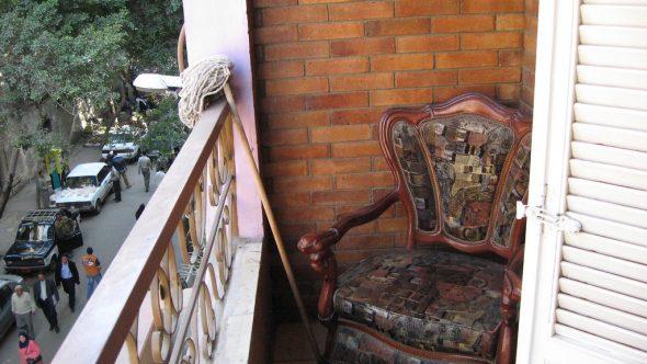 Швабра на балконе