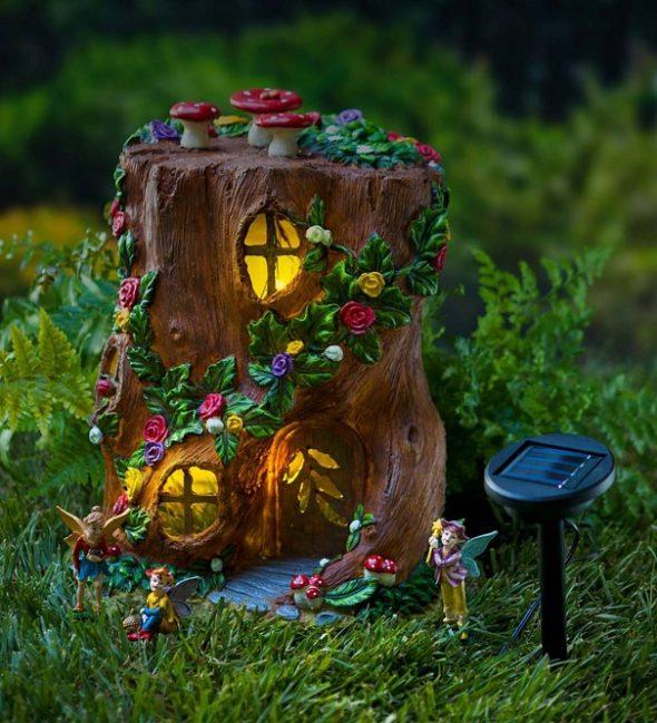 Сказочный домик из пня