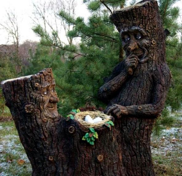 Садовая скульптура из пеньков
