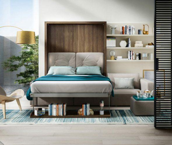 Двуспальная кровать в маленькой комнате