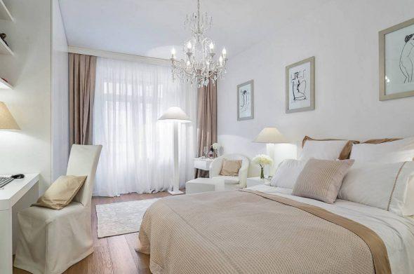 Светло-коричневые нюансы в интерьере спальни