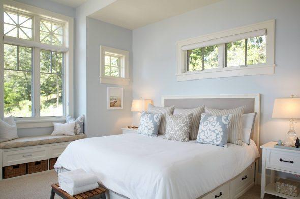 Нежно-голубая отделка спальни