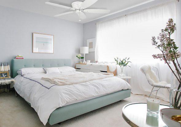 Спальня в светло-голубых оттенках