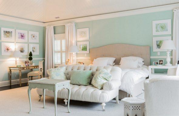 Эффектная мятная спальня
