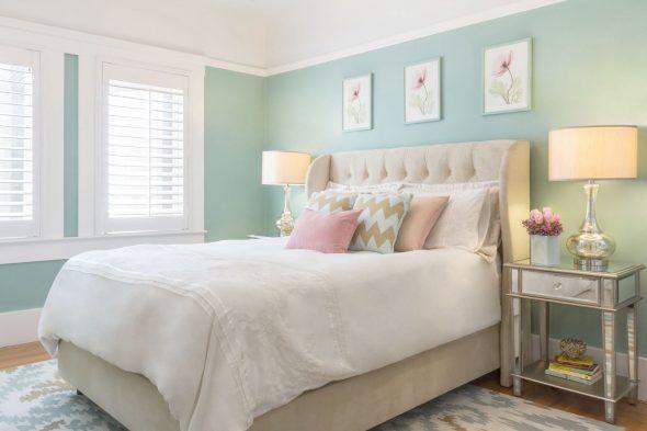 Пастельная спальня с мятными стенами