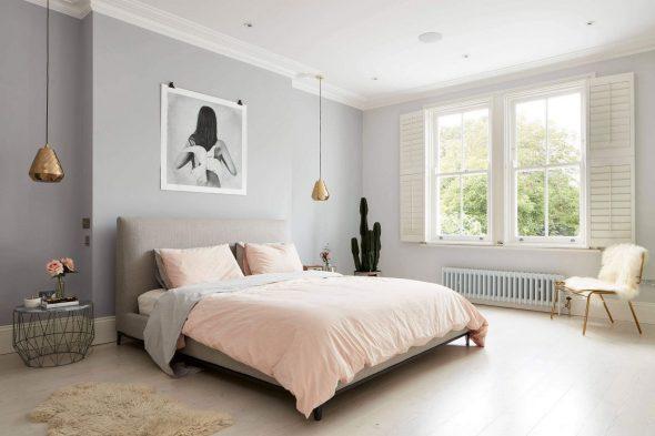 Нежно-сиреневые стены спальни
