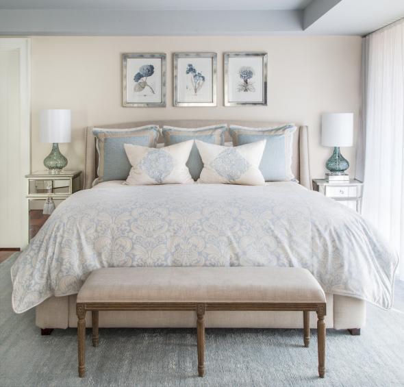 Спальня в свежих оттенках голубого и розового