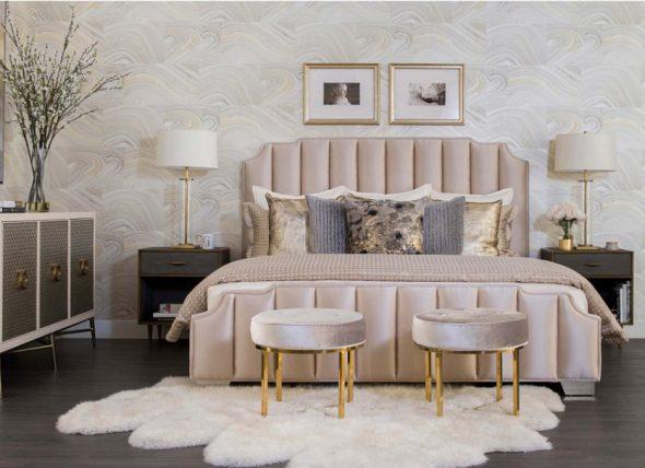 Спальня в холодных оттенках розового