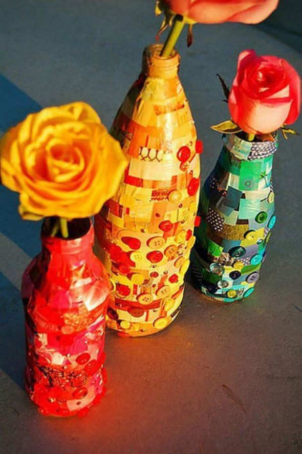 Декорированные пуговицами бутылки