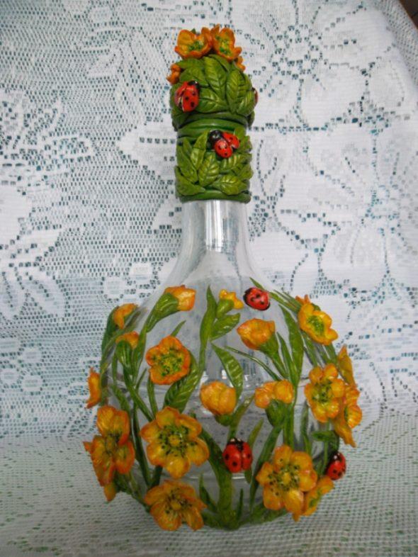Бутылка, декорированная фигурками