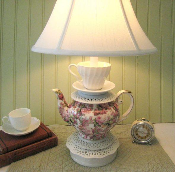 Светильник из чайника и чашек